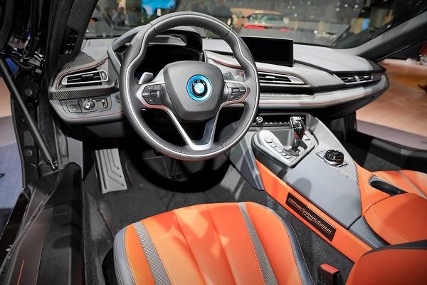 Interior-BMW-i8-ultimate-sophisto