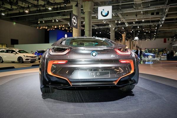 rear-i8-ultimate-sophisto