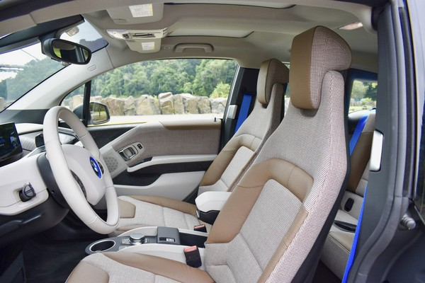 bmw-i3s-front-seats