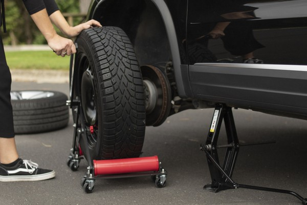 tire-changing-tools