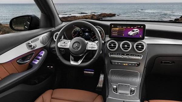2020-Mercedes-AMG-GLC-43-cockpit