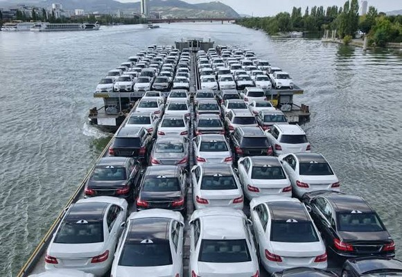 Cars-being-transported-by-sea