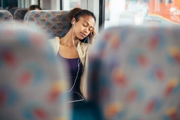 listening-to-music-on-bus