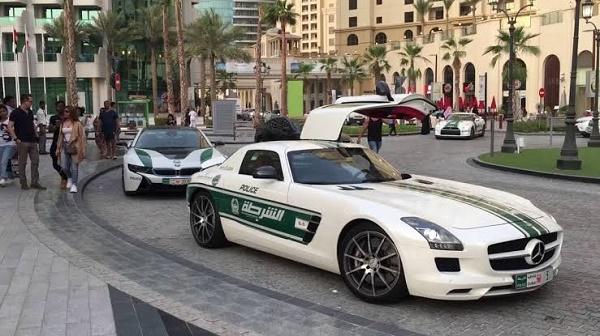 Dubai-police-benz