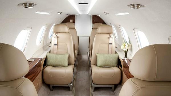 inside-embraer-phenom-300-aircraft
