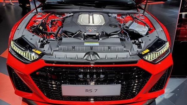 Audi-RS7-Sportback-engine