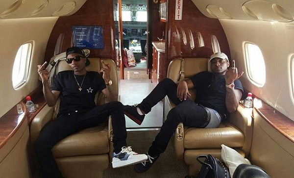 image-of-wizkid-davido-inside-private-jet