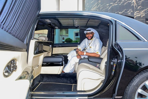 e-money-inside-maybach
