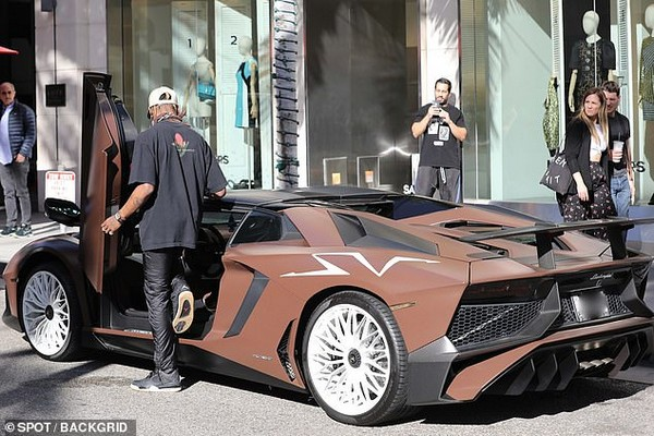 travis-scott-lamborghini