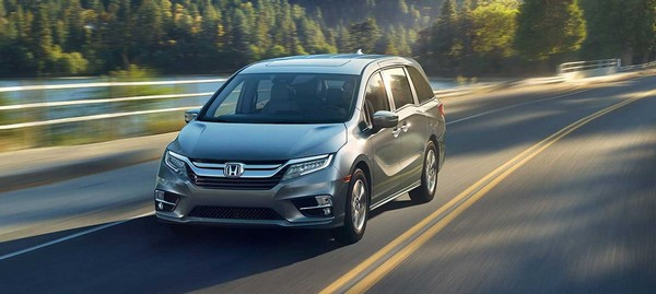 2019-honda-odyssey-on-road