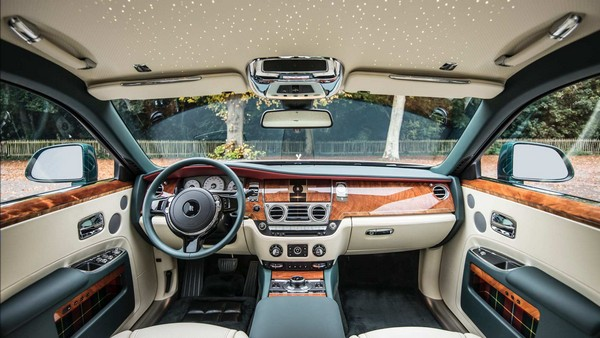 2020-rolls-royce-ghost-interior