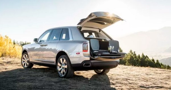 rolls-royce-cullinan-picnic-table