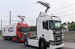 Latest pics of new electric highway that Germany opened for trucks in effort to curb pollution