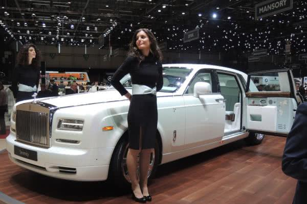 """Flowery"" Rolls-Royce Phantom Serenity for super-feminine owner with embroidery & bamboo deco"