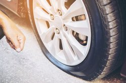 Equip yourself with these 5 steps to keep safe in an event of a tire blowout
