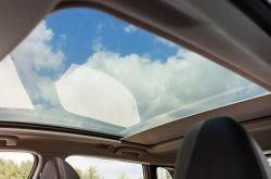 How to distinguish a moonroof and sunroof in car?