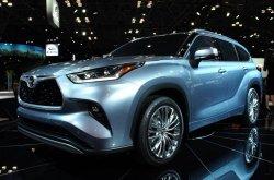2020 Toyota Highlander brief review over interior & fuel economy