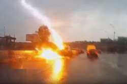 [Video] See the moment thunder strikes RAV4 twice