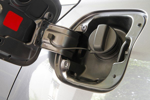Does sugar in your gas tank kill your engine?